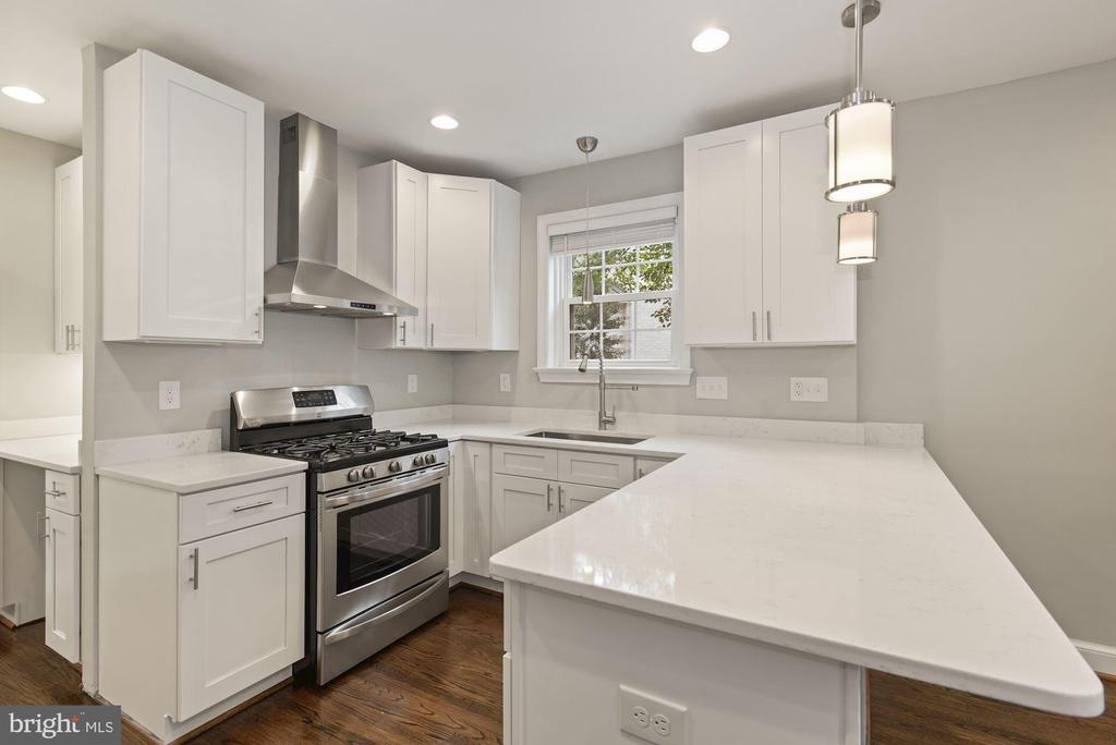 Quartz counters for miles - 1813 HERNDON ST N, ARLINGTON