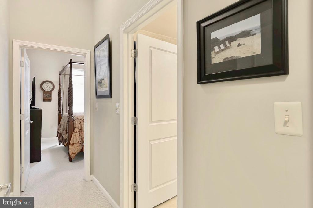 Hallway for master suite 1 off of entry - 309 HOLLAND LN #215, ALEXANDRIA