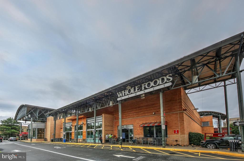 Minutes to Whole Foods! - 3506 7TH ST N, ARLINGTON