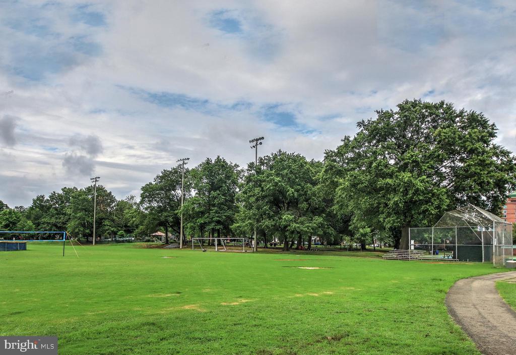 Walk to Quincy Park - 3506 7TH ST N, ARLINGTON