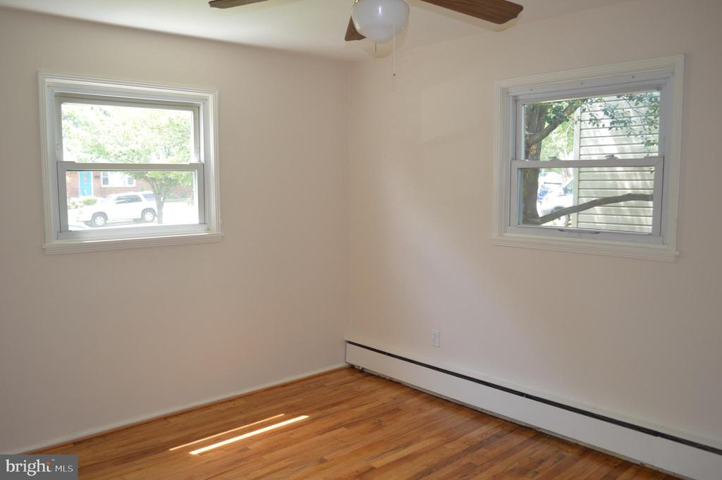 Rear bedroom View #2 - 4712 EDGEWOOD RD, COLLEGE PARK