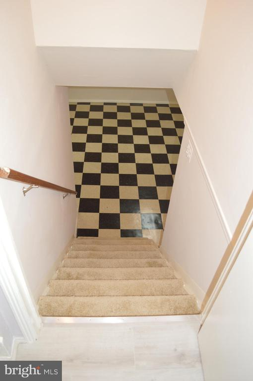 Stairwell with carpeting to lower level - 4712 EDGEWOOD RD, COLLEGE PARK