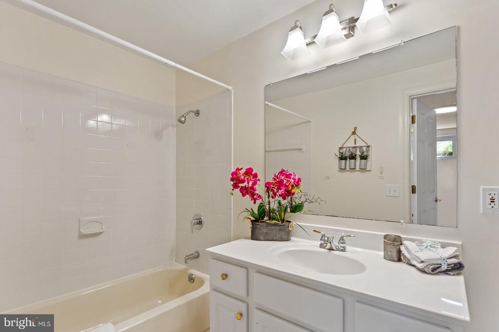 Lower level full bathroom - 8800 PRUDENCE DR, ANNANDALE