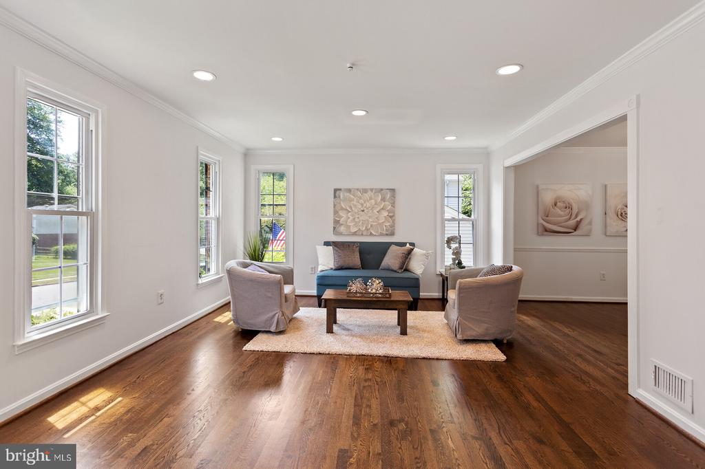Spacious living room-refinished hardwood - 8800 PRUDENCE DR, ANNANDALE