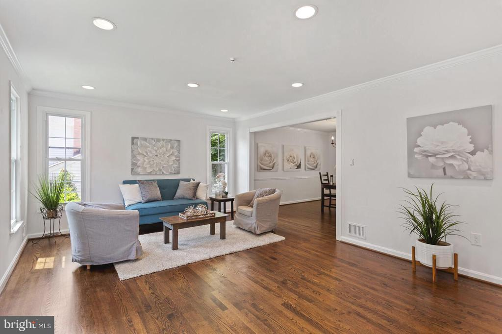 Freshly updated through-out - 8800 PRUDENCE DR, ANNANDALE
