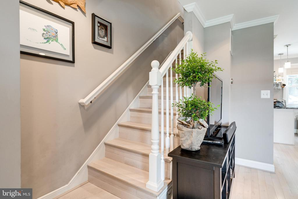 Entry staircase to upstairs - 224 WESMOND DR, ALEXANDRIA