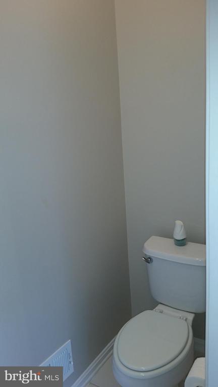 Full Bathroom 1 View 3 Main Level - 20363 FALLSWAY TER, STERLING