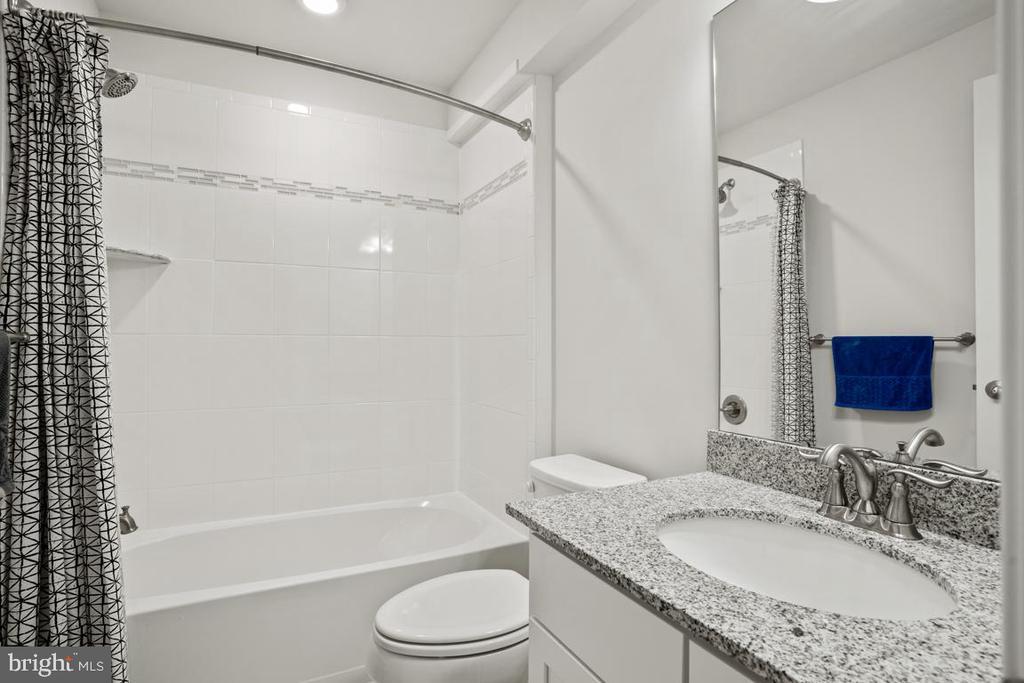 5th Full Bathroom - 4509 MONROVIA BLVD, MONROVIA