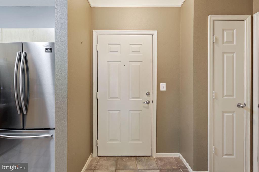 foyer - 3009 NICOSH CIR #4407, FALLS CHURCH