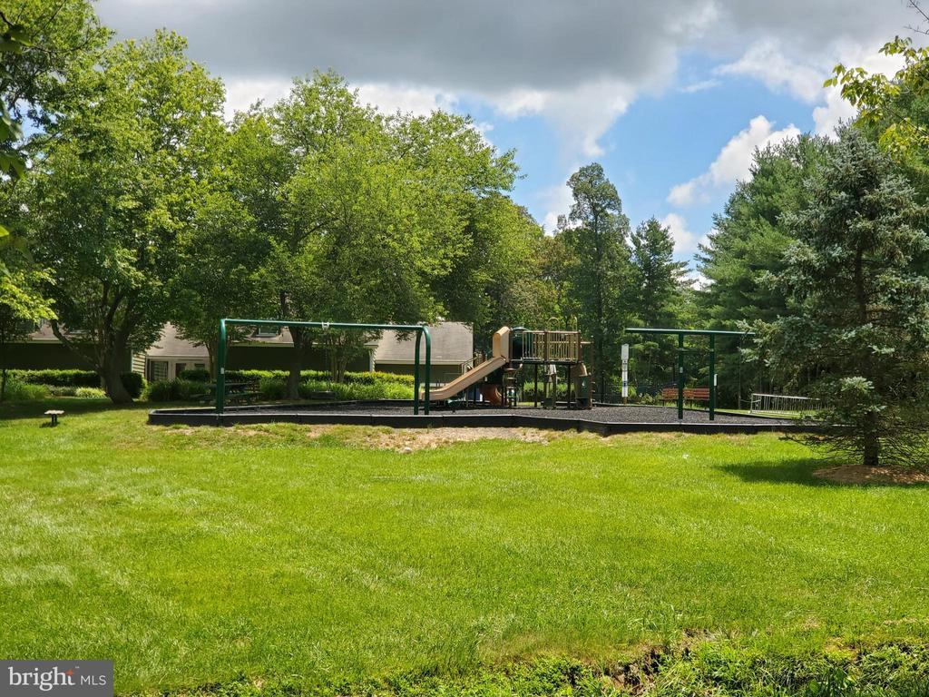 Playground - 26 WESTMORELAND DR, STERLING