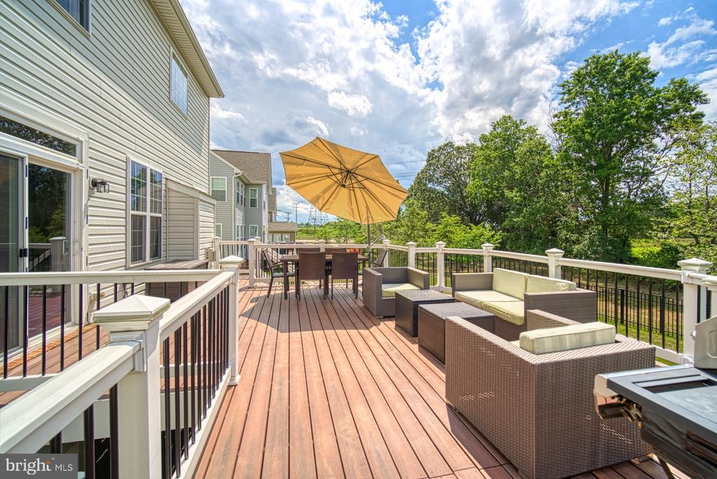 Fiberon Low Maintenance Deck Addition - 42105 AUTUMN RAIN CIR, BRAMBLETON