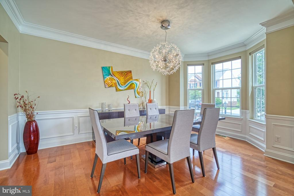 Dining Room with Exquisite Chandelier - 42105 AUTUMN RAIN CIR, BRAMBLETON