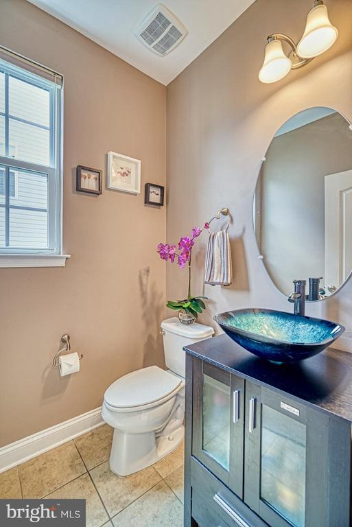 Updated Half Bath - 42105 AUTUMN RAIN CIR, BRAMBLETON