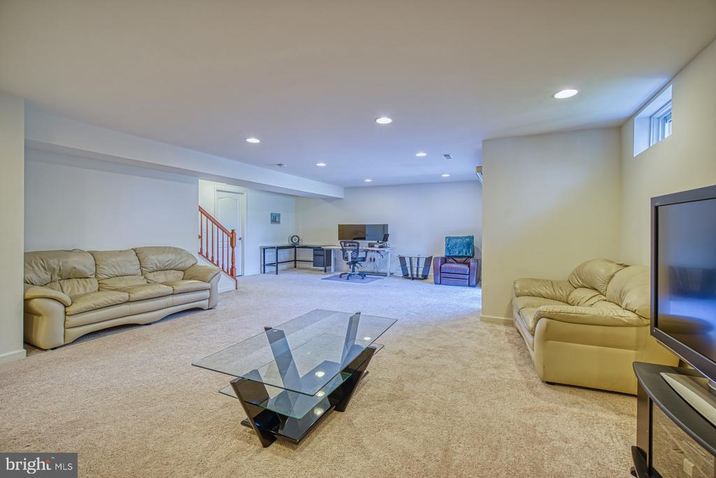 Fully Finished Basement - 42105 AUTUMN RAIN CIR, BRAMBLETON