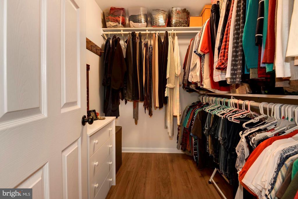 Wonderful Master Closet - 17559 DEAVERS CT, HAMILTON