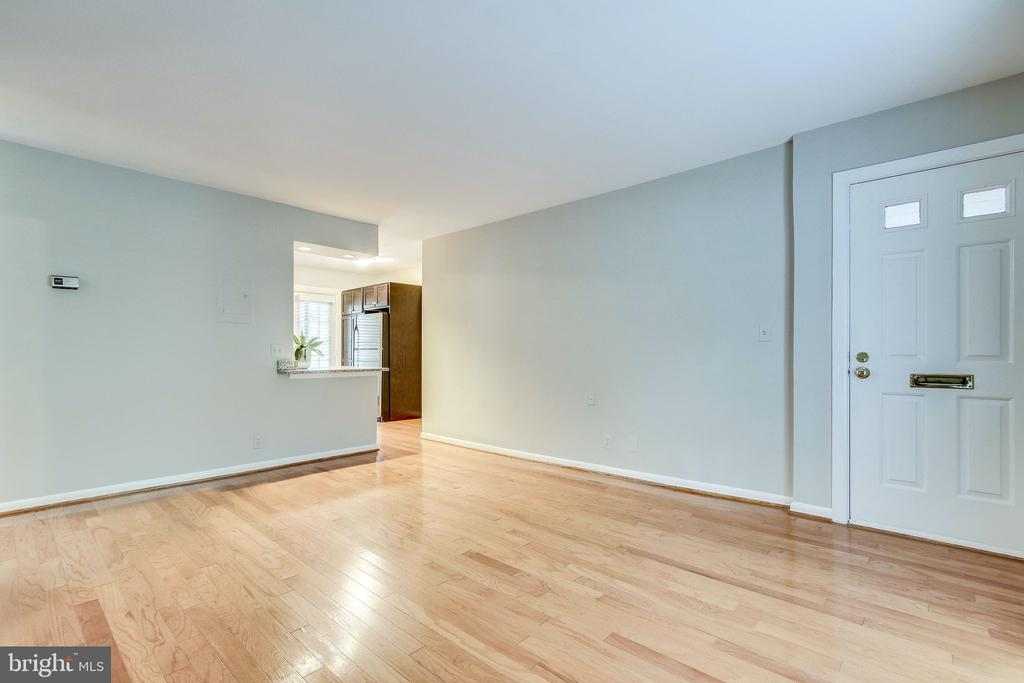 Beautiful hardwood flooring - 2515-A S WALTER REED DR #A, ARLINGTON