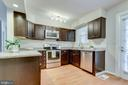 Renovated kitchen w/ access to backyard/parking - 2515-A S WALTER REED DR #A, ARLINGTON