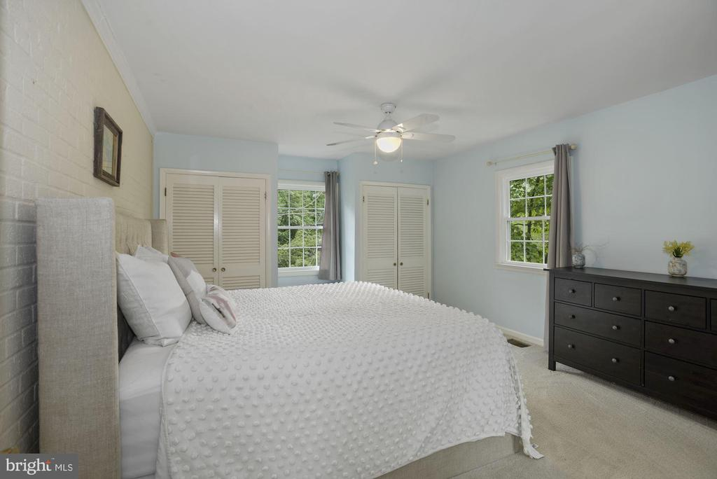 Master bedroom - 6322 ANNELIESE DR, FALLS CHURCH