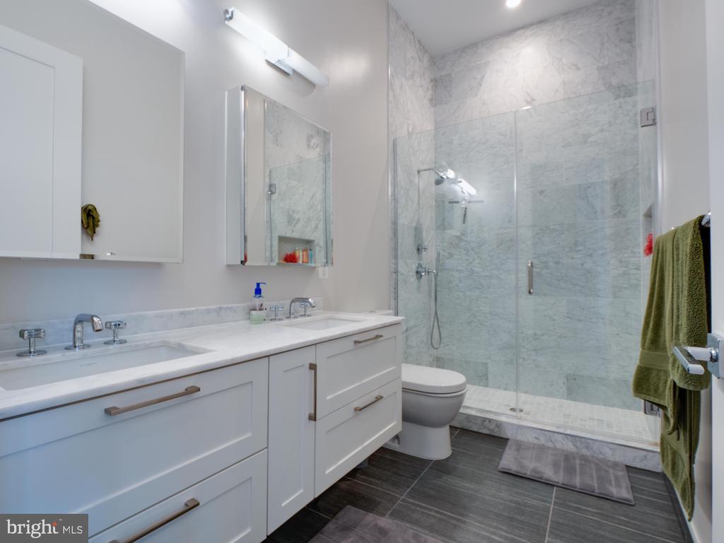 En-suite bathroom - 514 4TH ST SE #301, WASHINGTON