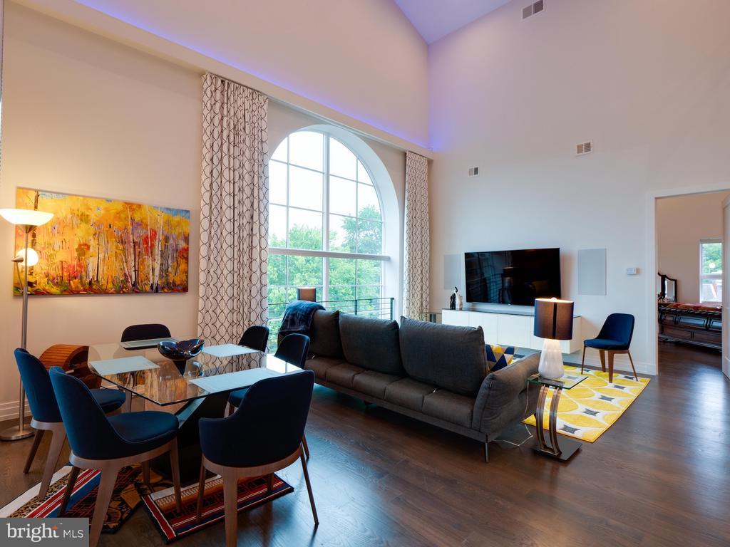 Living room - 514 4TH ST SE #301, WASHINGTON