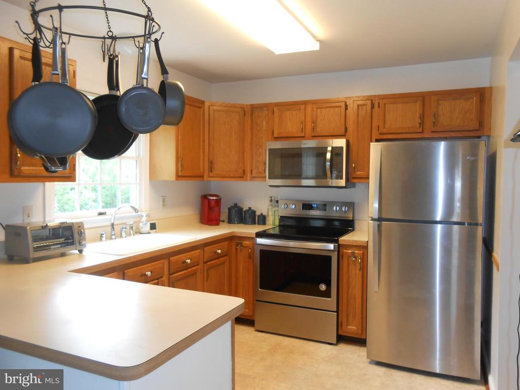 Kitchen - Updated Stainless Steel Appliances - 5334 DICKERSON RD, PARTLOW
