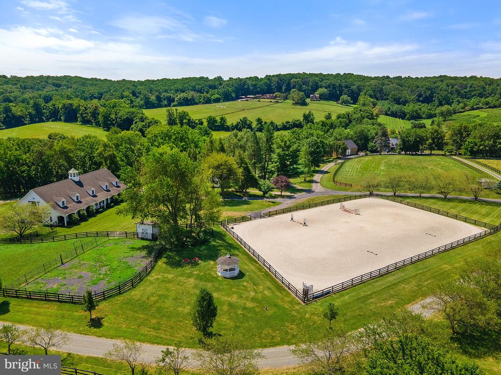 Aerial of stable & outdoor ring - 19200 ORCHARD MANOR LN, LEESBURG