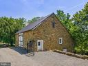 Carriage Barn w/ three  big stalls walk out level - 19200 ORCHARD MANOR LN, LEESBURG