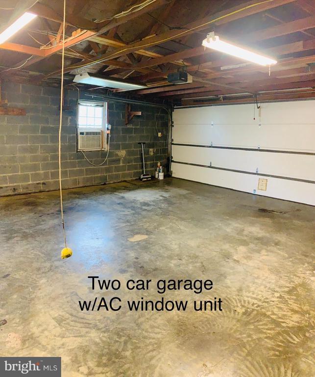 Garage - 600 W WASHINGTON ST, MIDDLEBURG