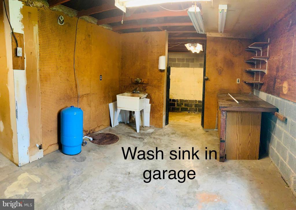 Back of garage - 600 W WASHINGTON ST, MIDDLEBURG