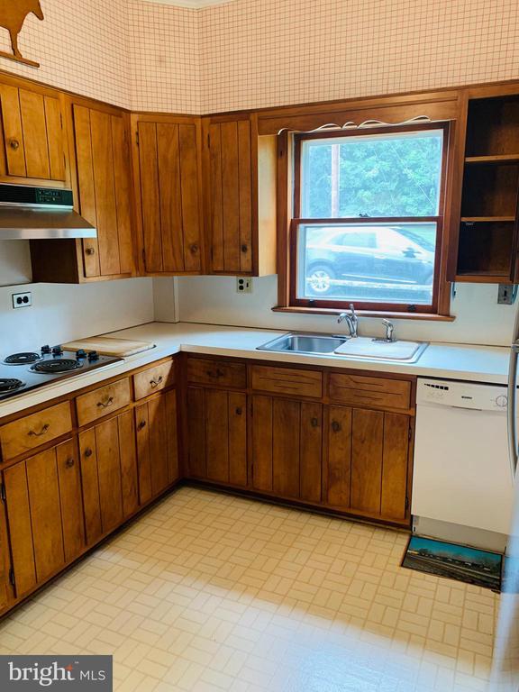 - 600 W WASHINGTON ST, MIDDLEBURG