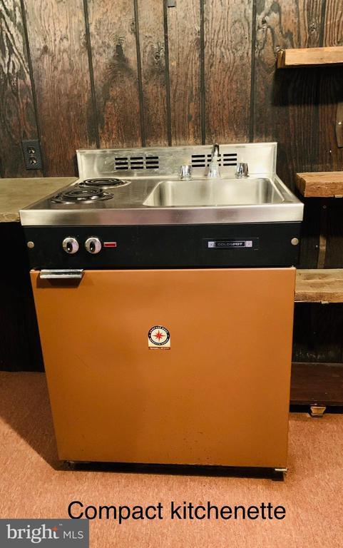 Kenmore compact kitchenette unit - 600 W WASHINGTON ST, MIDDLEBURG