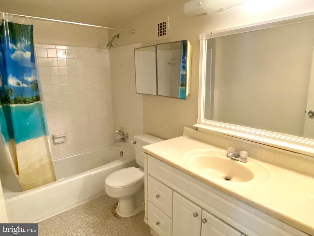 Bathroom - 2616 FORT FARNSWORTH RD #246, ALEXANDRIA