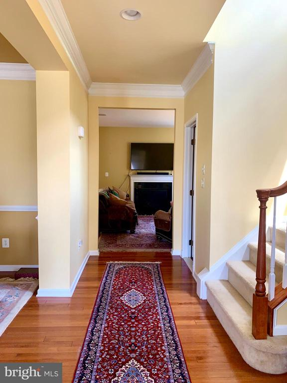 corridor  leading to kitchem/family room - 25575 AMERICA SQ, CHANTILLY