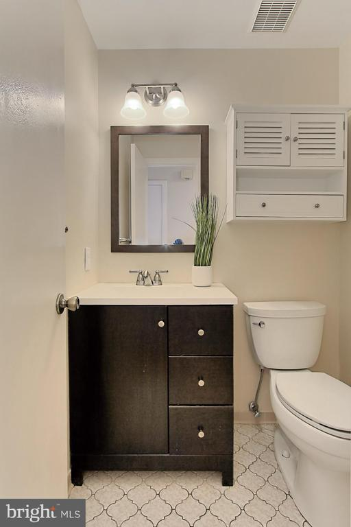 Powder Room - 3729-A MADISON LN, FALLS CHURCH