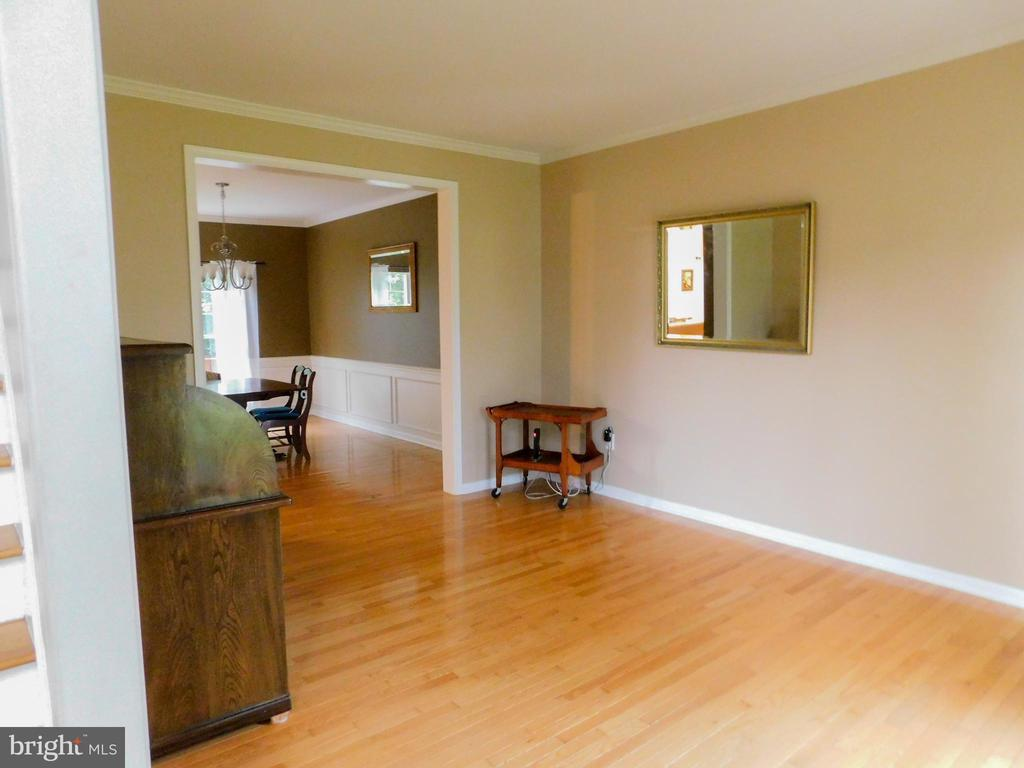 Living Room to Dining Room - 9300 EAGLE CT, MANASSAS PARK