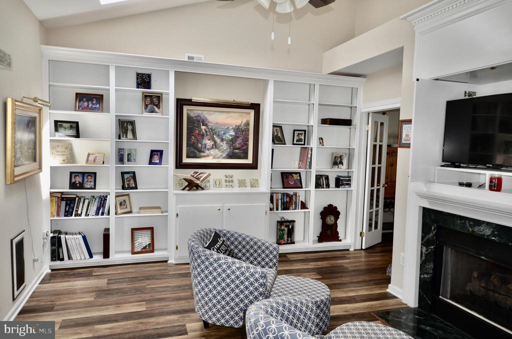 Office/Library with 2 sided fireplace and built in - 6290 SETTLERS TRAIL PL, GAINESVILLE