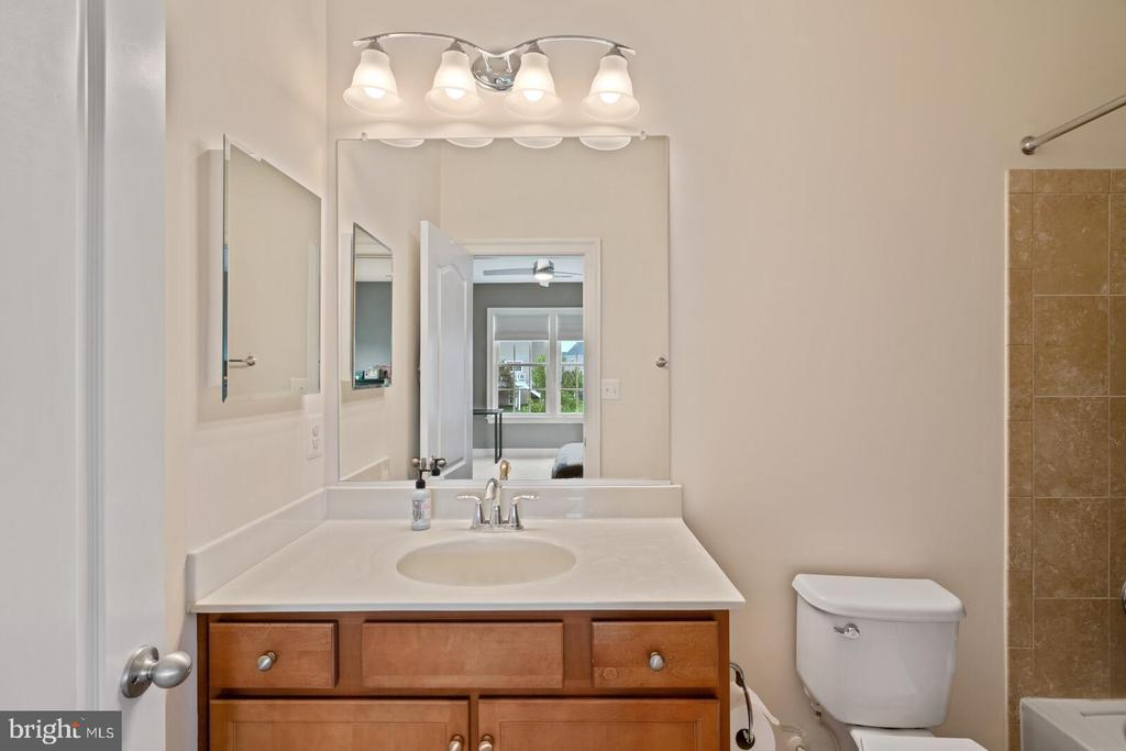 En-suite for Bedroom 2 - 41932 CLOVER VALLEY CT, ASHBURN