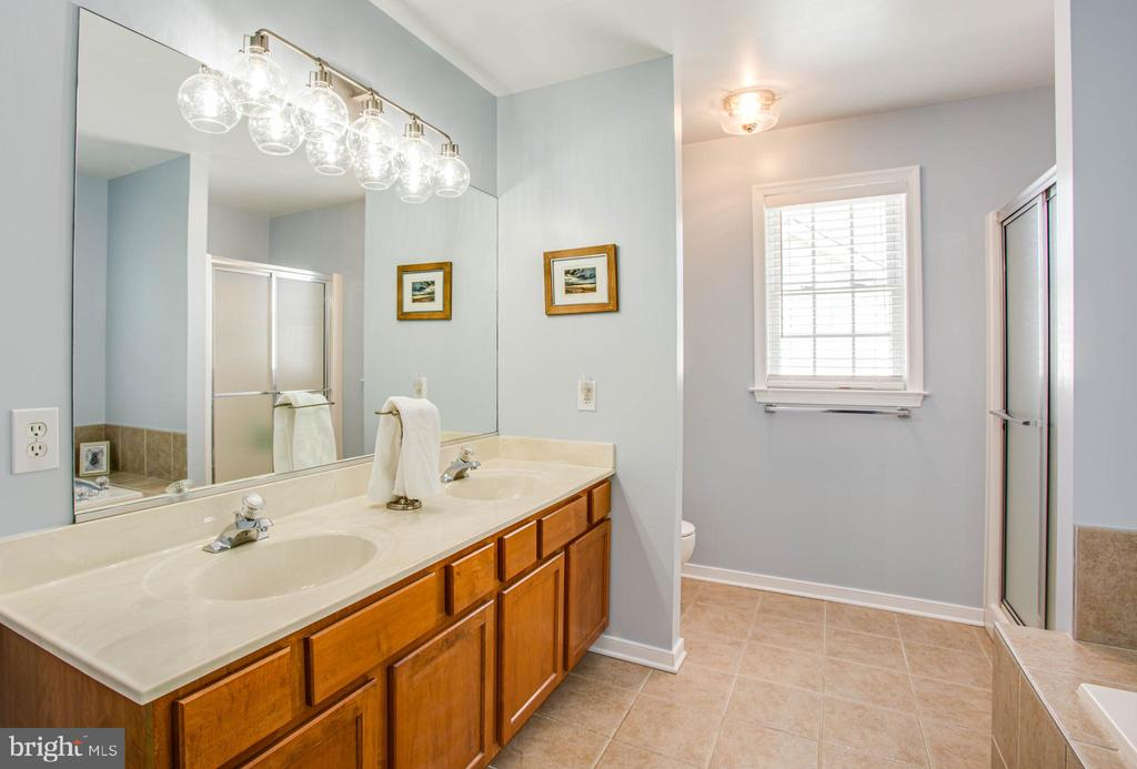Owners suite Double vanity - 10809 STACY RUN, FREDERICKSBURG
