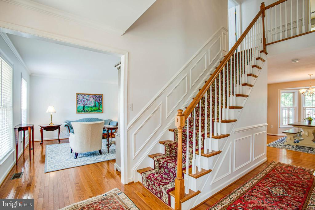 Main entry and stairs to upper level - 10809 STACY RUN, FREDERICKSBURG