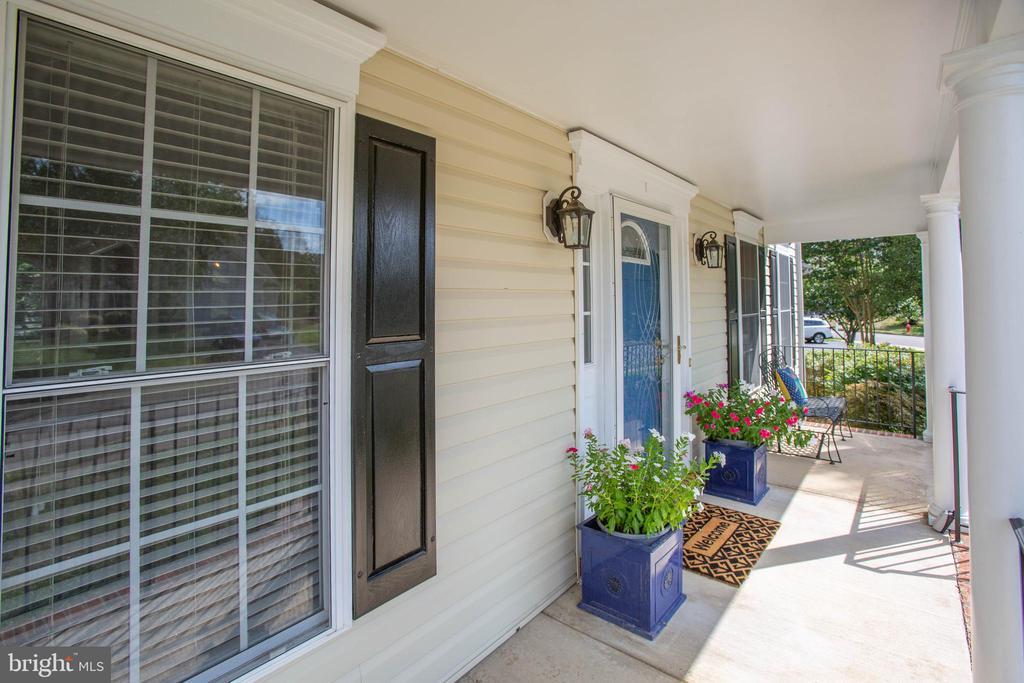 Nice front porch - 10809 STACY RUN, FREDERICKSBURG