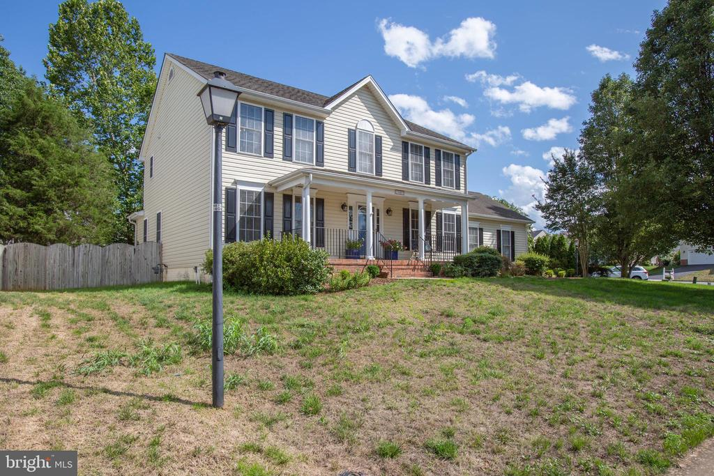 House sits back off the street - 10809 STACY RUN, FREDERICKSBURG