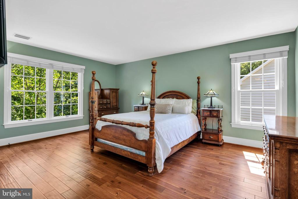 Large Spacious bedroom w/ hwd flooring - 8119 HADDINGTON CT, FAIRFAX STATION