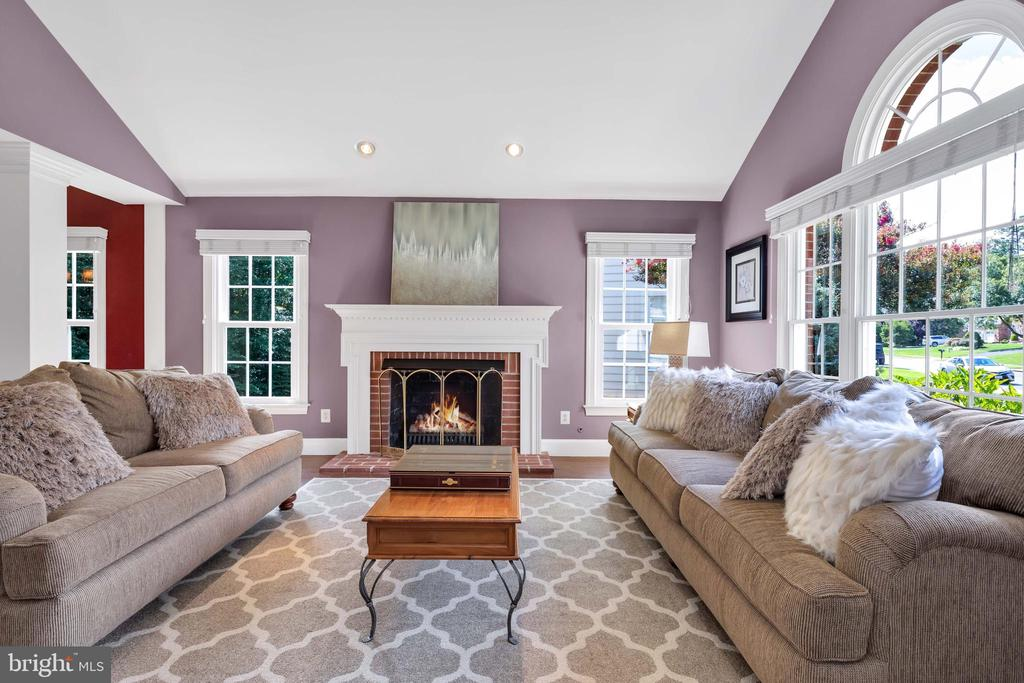 Living Room with gas log fireplace - 8119 HADDINGTON CT, FAIRFAX STATION