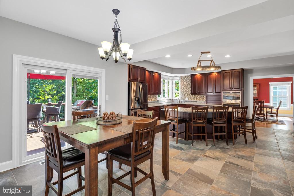 Extra wide kitchen - 8119 HADDINGTON CT, FAIRFAX STATION