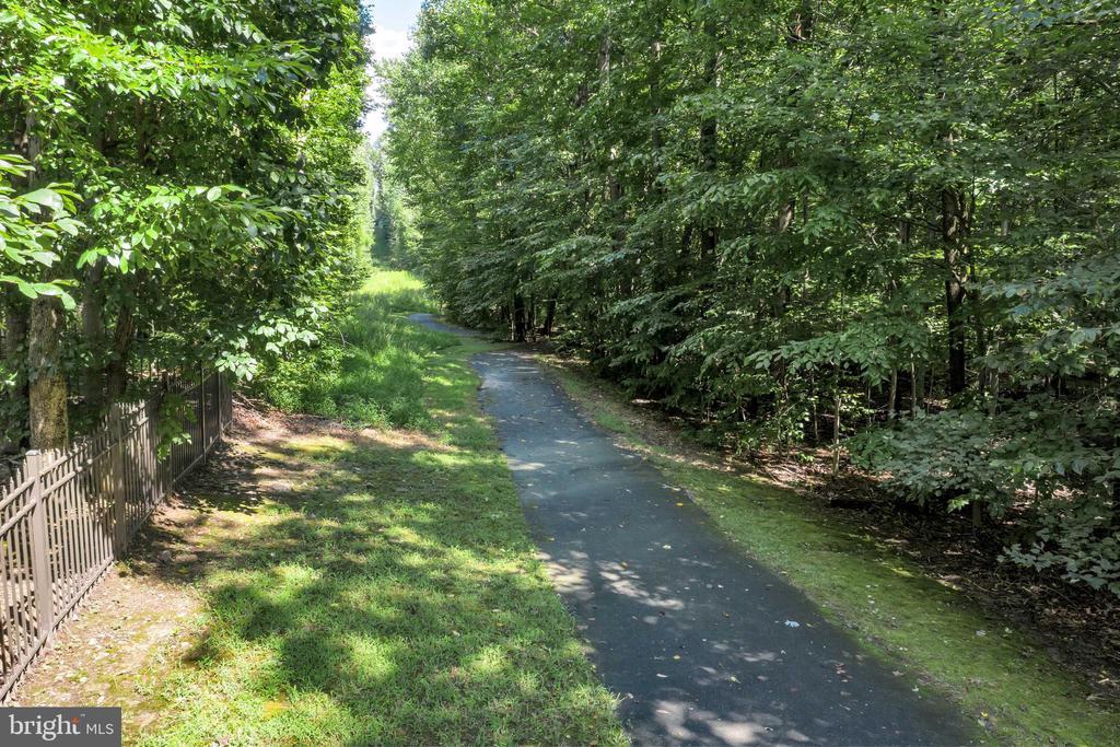 Jogging trails lead to Burke Lake & Lake Mercer - 8119 HADDINGTON CT, FAIRFAX STATION