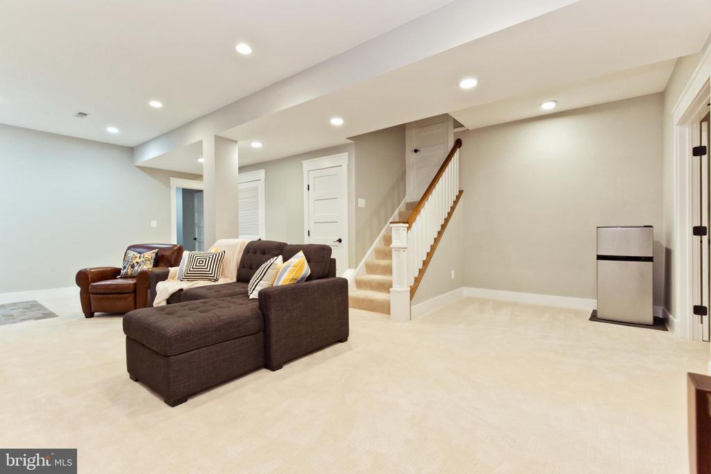 Lots of room in basement Rec-room - 3000 12TH ST S, ARLINGTON