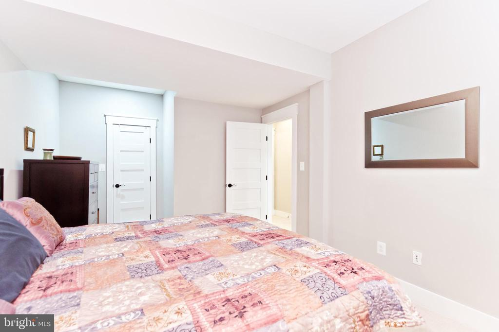 5th Bedroom in the basement with walk-in closet - 3000 12TH ST S, ARLINGTON