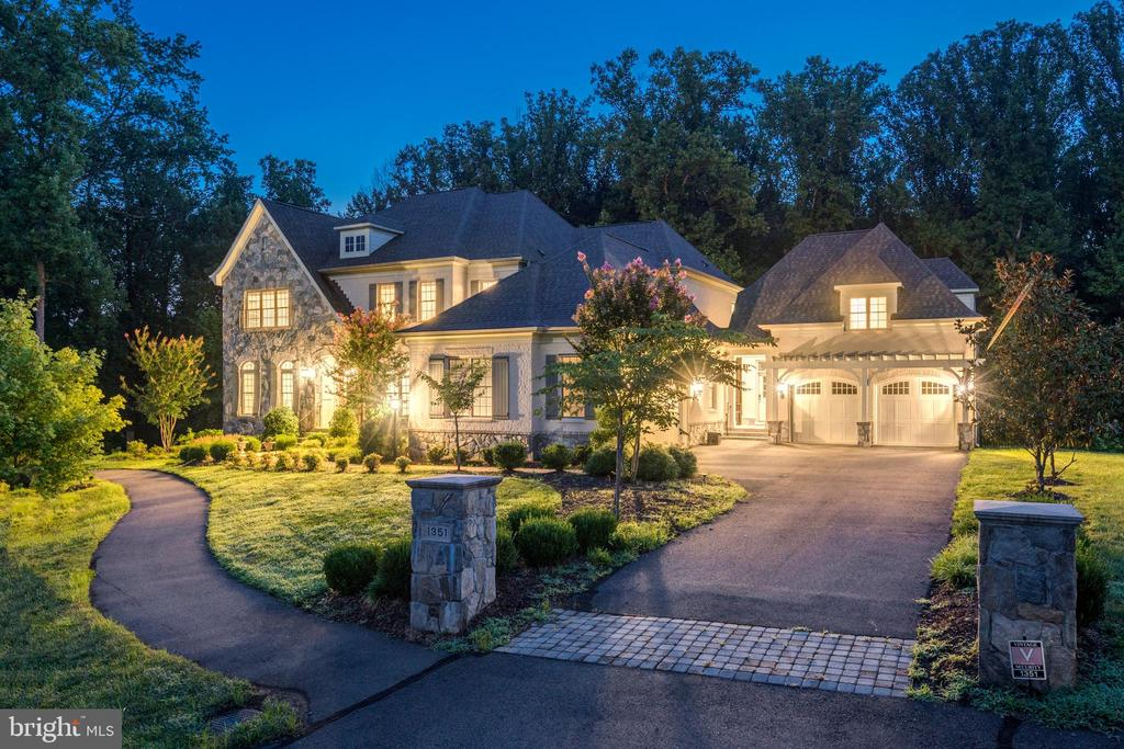 Gorgeous Curb Appeal! - 1351 BLAIRSTONE DR, VIENNA