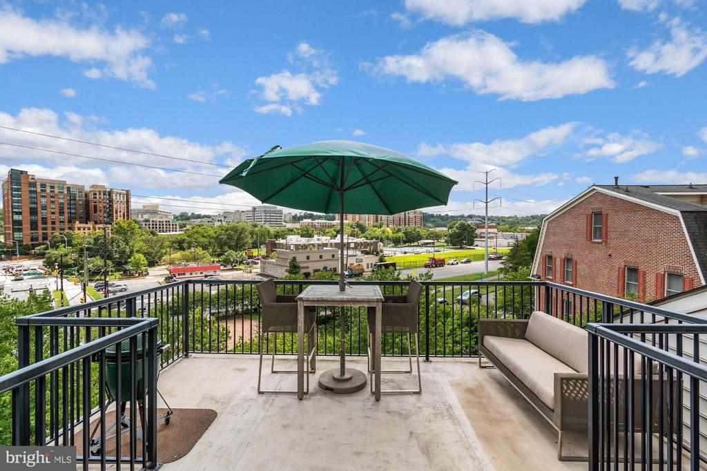 Gorgeous Roof Deck, Perfect for Entertaining - 2617 S KENMORE CT, ARLINGTON