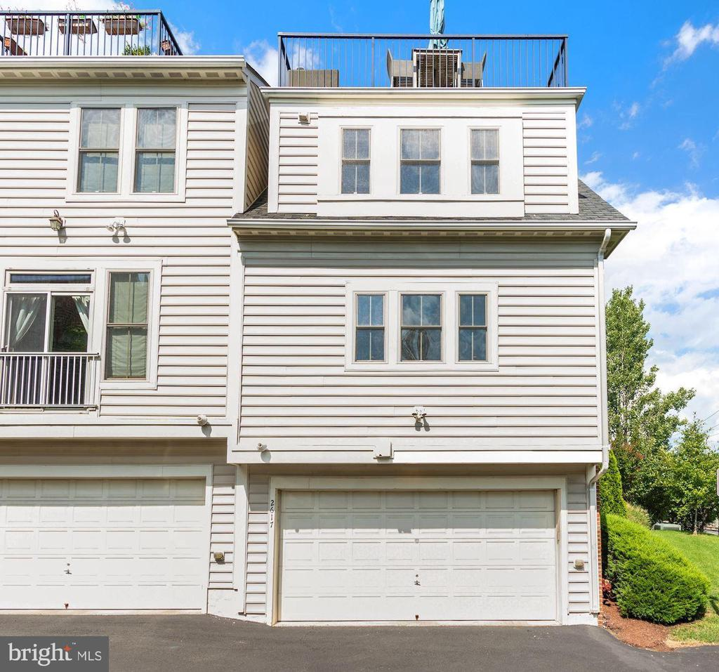 2 Car garage- Welcome home! - 2617 S KENMORE CT, ARLINGTON